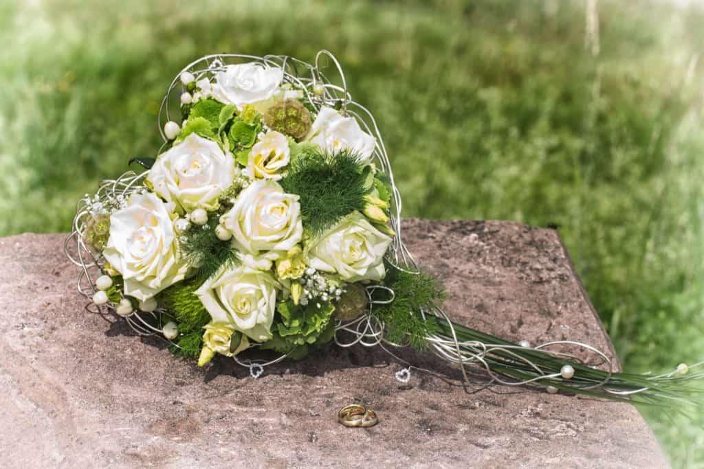 Brautsstrauß Blumen-Luz Altensteig Hochzeit Deko